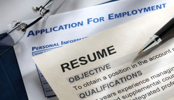 What Do Recruiters Look For in a Resumé At First Glance? | Job Search Radio